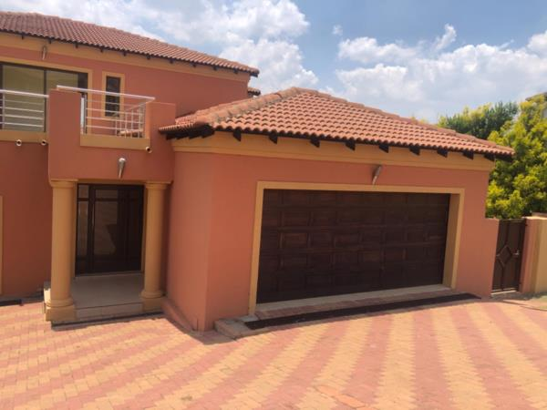 3 bedroom house to rent in Blue Valley Golf Estate