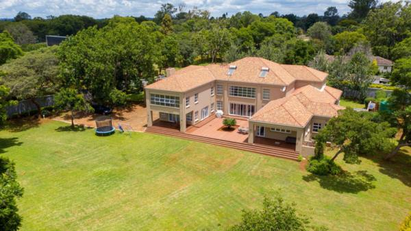 Share of 6 bedroom house for sale in Borrowdale (Zimbabwe)