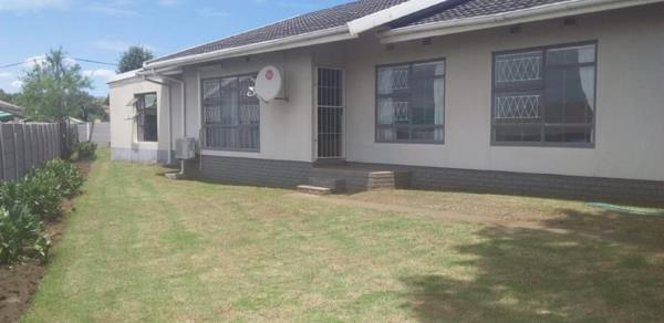 4 bedroom house for sale in Southernwood (Mthatha)