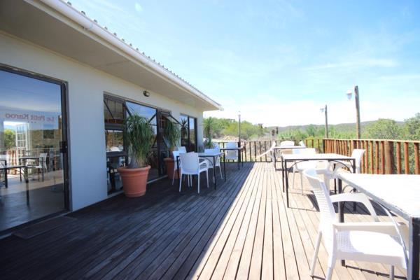 3-star 11 guest room guesthouse for sale in Oudtshoorn Rural