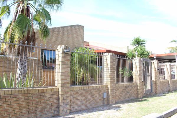 4 bedroom house for sale in Rouxville (Kuils River)