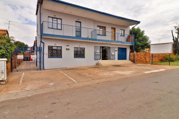 400 m² block of flats for sale in Lenasia South