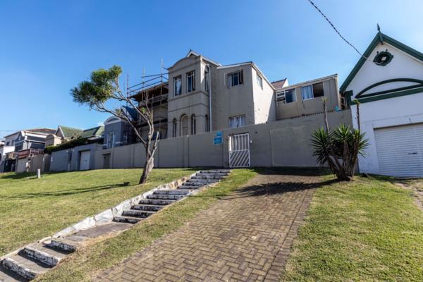 607 m² residential complex for sale in Quigney
