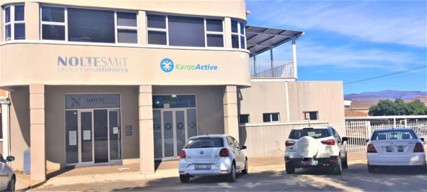 495 m² commercial office for sale in Cradock