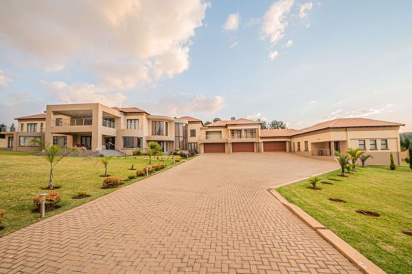 8 bedroom house for sale in Mooikloof Heights
