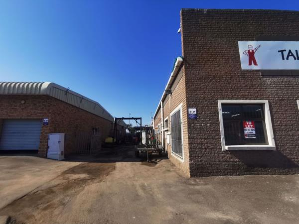 427 m² commercial industrial property to rent in Alton