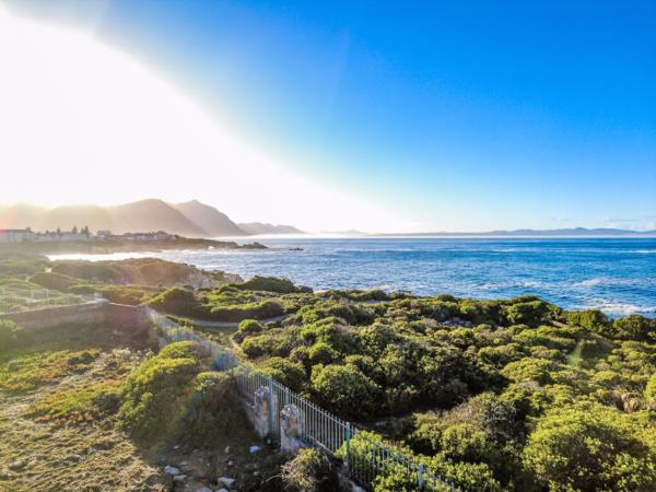 1356 m² residential vacant land for sale in Westcliff (Hermanus)