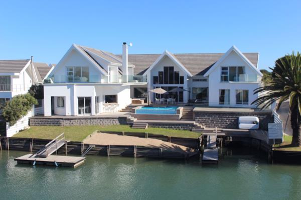 6 bedroom house for sale in Canals