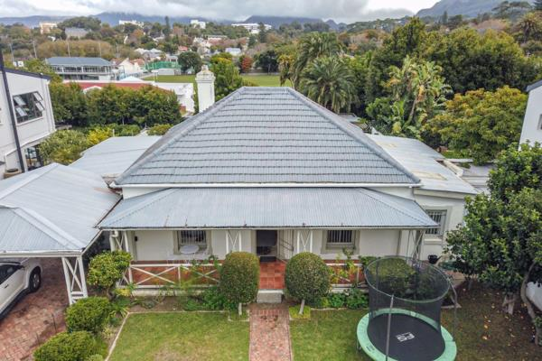 4 bedroom house for sale in Wynberg Upper