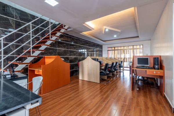 920 m² commercial office to rent in Kilimani (Kenya)