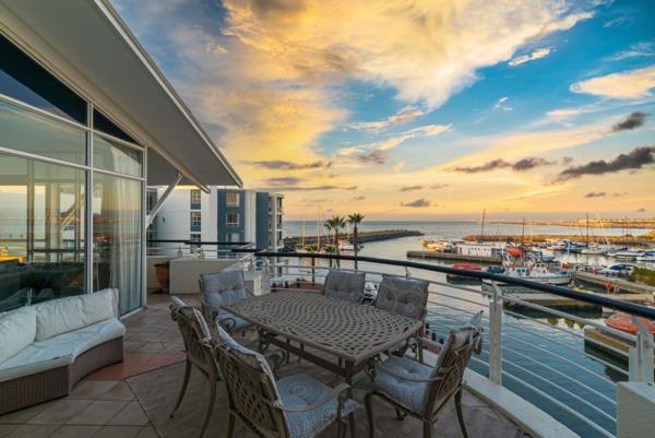 3 bedroom apartment on auction in Mouille Point