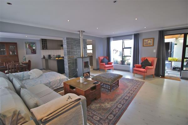 3 bedroom house for sale in Edgemead