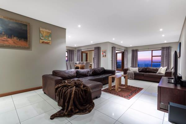 3 bedroom townhouse for sale in Northcliff (Johannesburg)