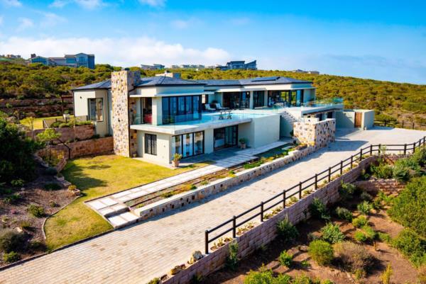5 bedroom house for sale in Breakwater Bay