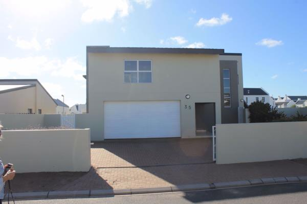 4 bedroom house for sale in Sunset Estate