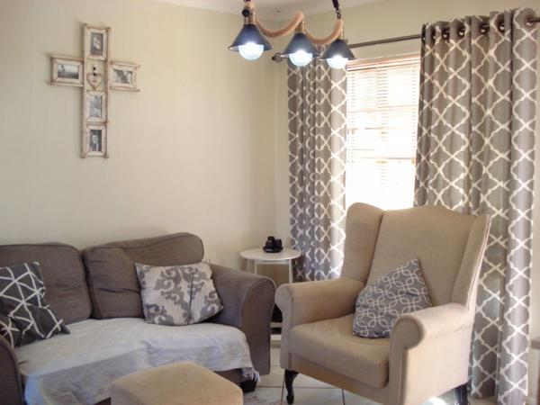 2 bedroom cluster house for sale in Halfway Gardens