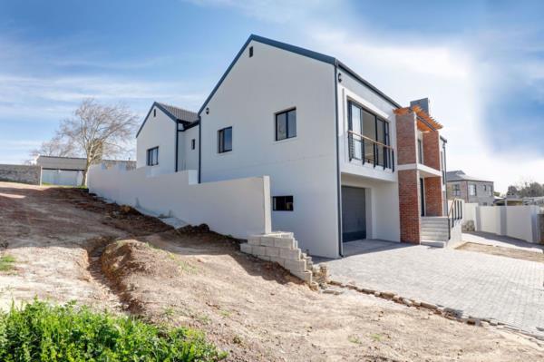 4 bedroom security estate home for sale in Aurora (Durbanville)