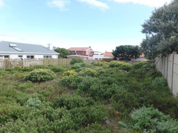 595 m² vacant land for sale in De Kelders