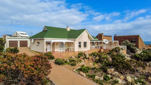 3 bedroom house for sale in Rooi Els
