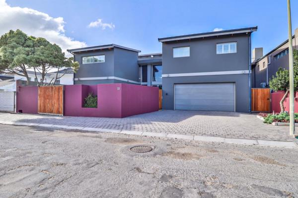5 bedroom house for sale in Wave Crest