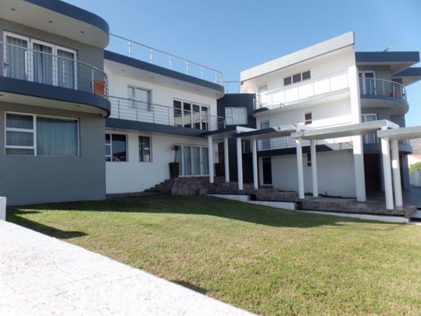 5 bedroom house for sale in Perlemoenbaai