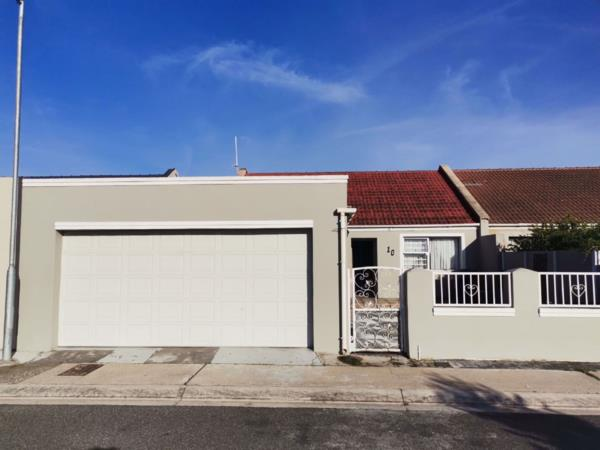 3 bedroom house for sale in Strandfontein (Cape Town)