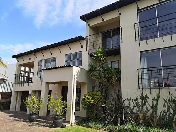 6 bedroom house for sale in Summerstrand