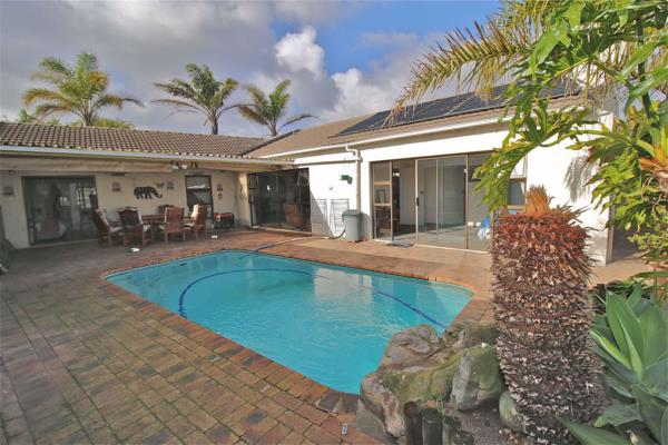 5 bedroom house for sale in Edgemead