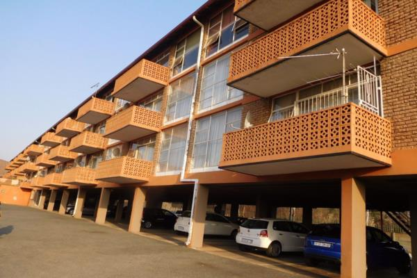 3 bedroom apartment for sale in Florida (Roodepoort)