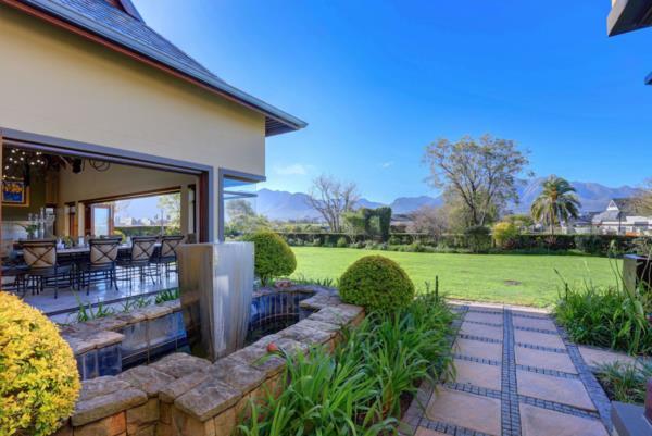 4 bedroom house for sale in Links Ridge