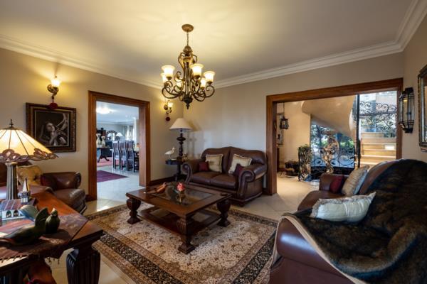 4 bedroom house for sale in Zwavelpoort SH