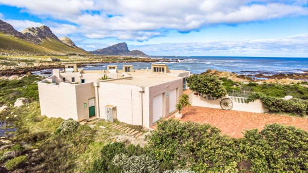 4 bedroom house for sale in Rooi Els