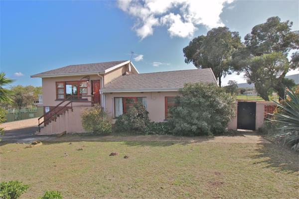 4 bedroom house for sale in Panorama (Parow)