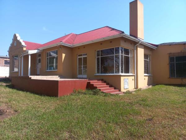 6 bedroom house for sale in Hillcrest (Mthatha)