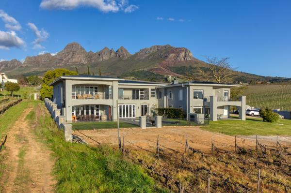 1.3 hectare lifestyle property for sale in Stellenbosch Farms