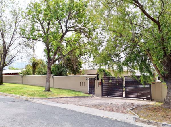4 bedroom house for sale in Langerug
