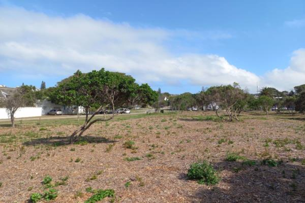 1327 m² vacant land for sale in Village