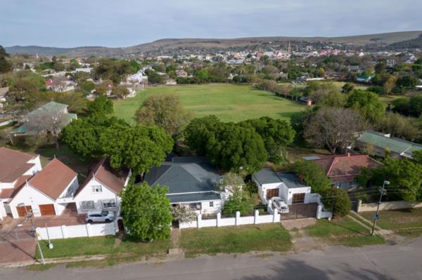 4 bedroom house for sale in Oatlands (Makhanda (Grahamstown))