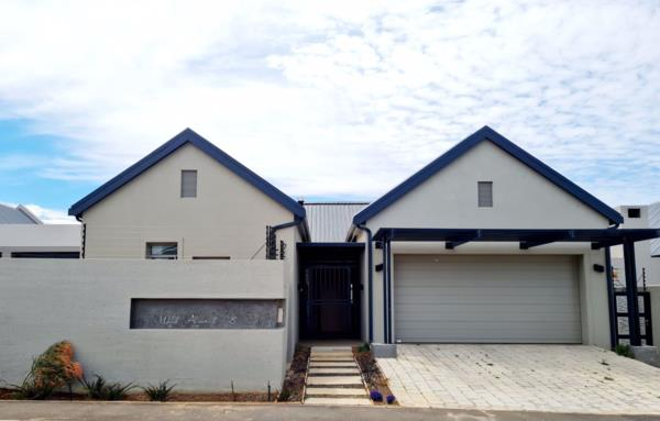 3 bedroom house for sale in Worcester West