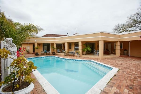 5 bedroom house for sale in Pinelands (Cape Town)