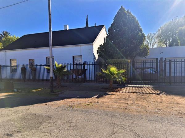 3 bedroom house for sale in Cradock
