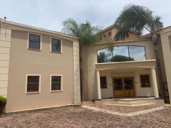 1495 m² commercial office for sale in Bendor Park